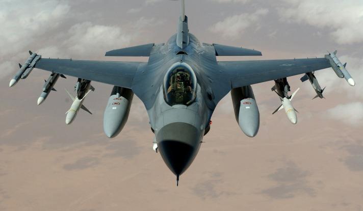 fighter-jet-63028_1920